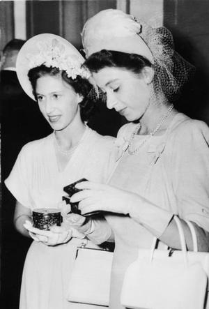 Фото №5 - Лилибет и Марго: подлинная история непростых отношений Королевы и ее младшей сестры
