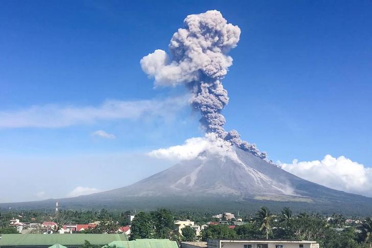 Фото №1 - Извержение вулкана Майон на Филиппинах