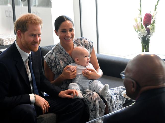 Фото №3 - Меган и Гарри впервые взяли сына на официальную встречу