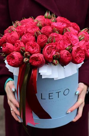 Фото №5 - Практичная флористика: почему букеты в вазах, корзинах и шляпных коробках стали так популярны