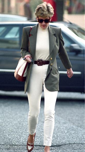 Фото №8 - Королевский кэжуал: как Диана носила объемные пиджаки