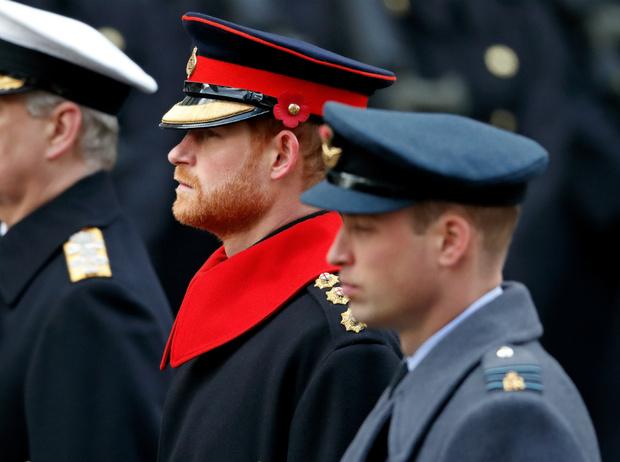 Фото №2 - Как Королева реагирует на конфликт между принцами Уильямом и Гарри