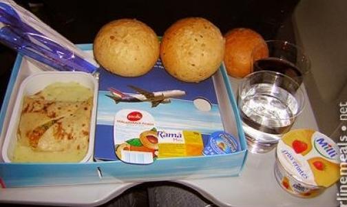 Фото №1 - Почему в самолете еда не бывает вкусной