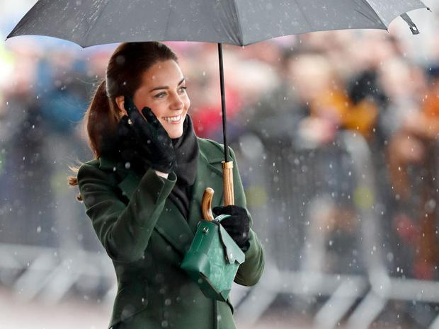 Фото №2 - Не просто привычка: почему Кейт носит сумку только в левой руке