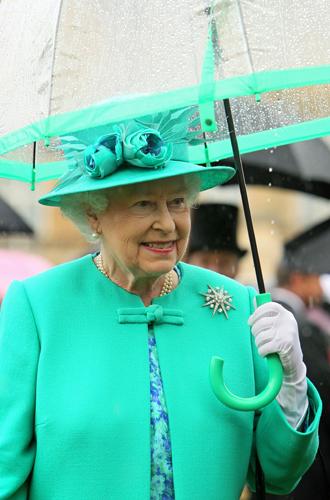 Фото №25 - Виндзорские зонтики: королевский способ спрятаться от дождя