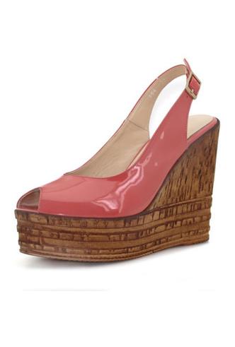 Фото №18 - От босоножек с декором до сандалий-гладиаторов: 10 антитрендов летней обуви