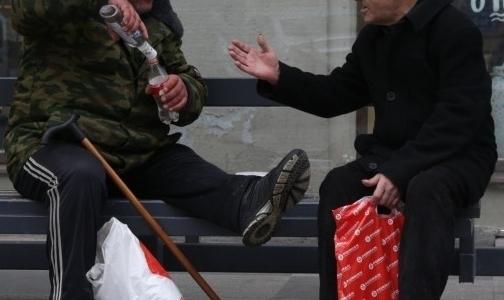 Фото №1 - На каникулах в НИИ скорой помощи спасали петербуржцев с отравлением метанолом