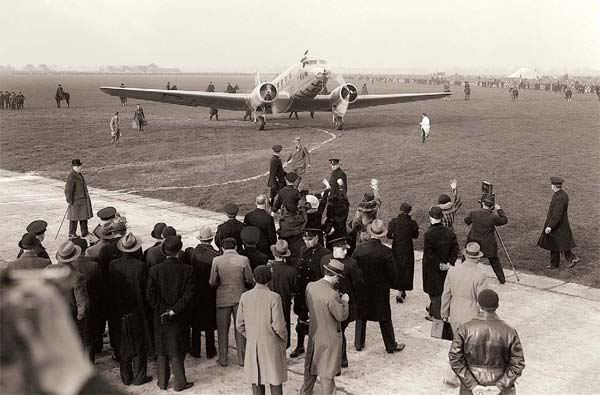 Фото №1 - Какая авиакомпания самая старая?