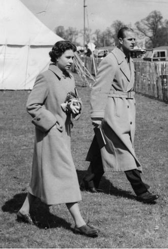 Фото №2 - Испытание на прочность: самый трудный период брака Королевы и принца Филиппа