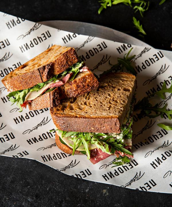 Быстро и вкусно: рецепт сэндвича с пастрами