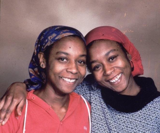 Фото №1 - «Я свободна! Сестра отдала мне свою жизнь»: мистическая история близнецов Джун и Дженнифер Гиббонс