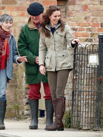 Фото №13 - От Елизаветы II до герцогини Кейт: любимые обувные бренды королевские особ