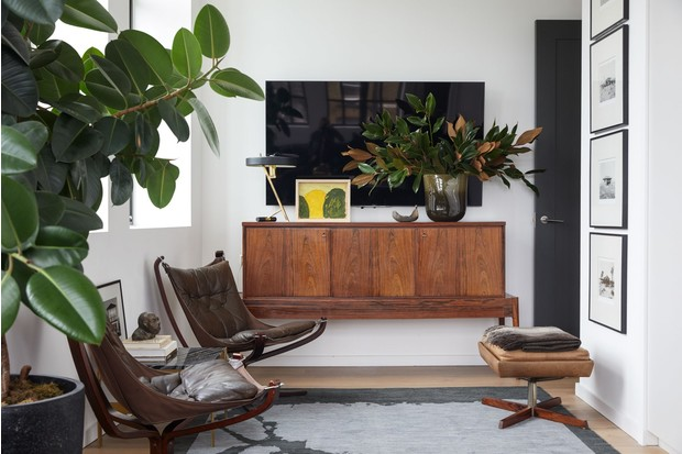 Кресла «Falcon» в интерьере лондонской квартиры fashion-дизайнера Джейсона Басмаджана.