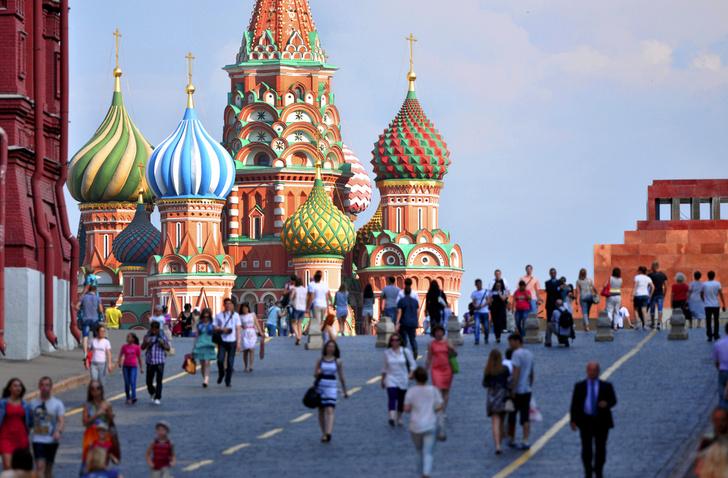 Фото №1 - Названы страны, жители которых чаще других посещают Россию