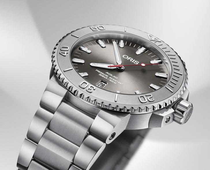 Фото №1 - Компания Oris представляет высококлассные дайверские часы Oris Aquis Date Relief