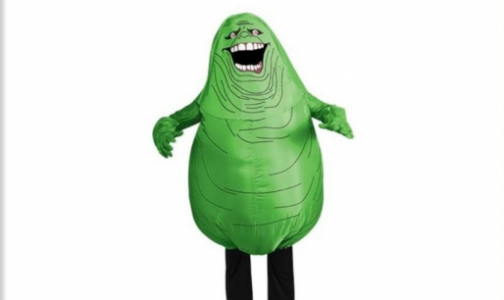 Фото №1 - Хэллоуин - в костюмах гигантского микроба и защитных масках от Дракулы