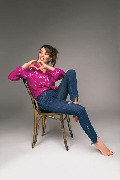 На Юлии: рубашка, Pinko, джинсы, Ice Play