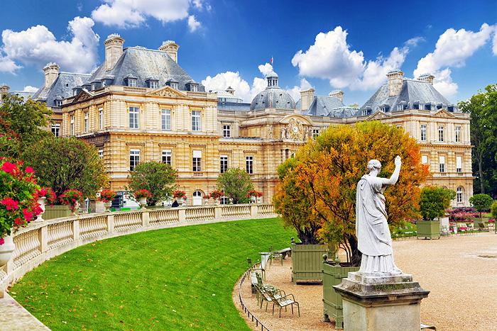 Фото №2 - Пять мест, которые надо посетить в Париже