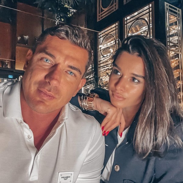 Фото №1 - С документами у ЗАГСа: Курбан Омаров намекнул на развод с Ксенией Бородиной