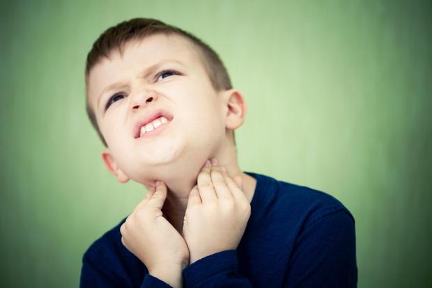 Фото №1 - Почему ребенок начинает говорить хриплым голосом: 3 серьезных причины