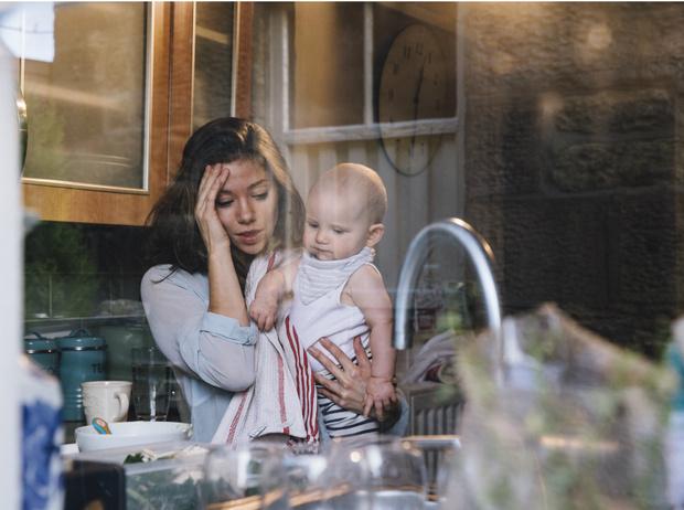 Фото №2 - Послеродовая депрессия: как быть, если материнство не приносит радости
