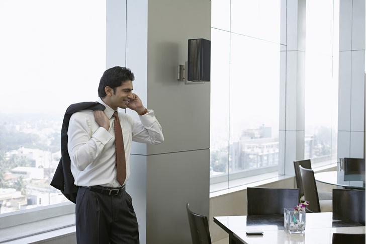 Фото №1 - Мужчины с низким голосом более склонны к изменам