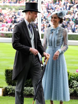 Фото №4 - Какой титул Кейт могла получить после свадьбы (но согласилась на герцогиню)