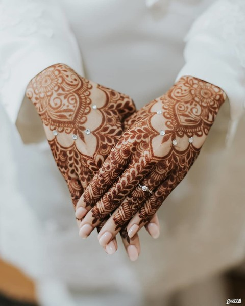 Фото №2 - Из Индии с любовью: эфирные масла, аюрведа и другие секреты красоты