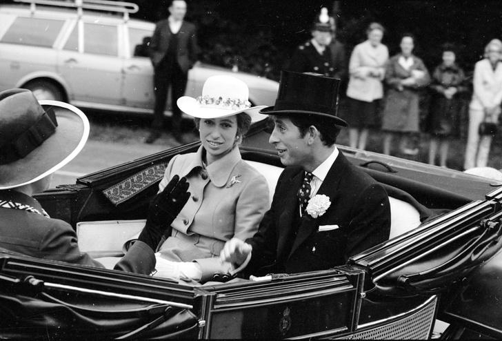 Фото №12 - Старший брат: самые трогательные фото принца Чарльза с принцессой Анной