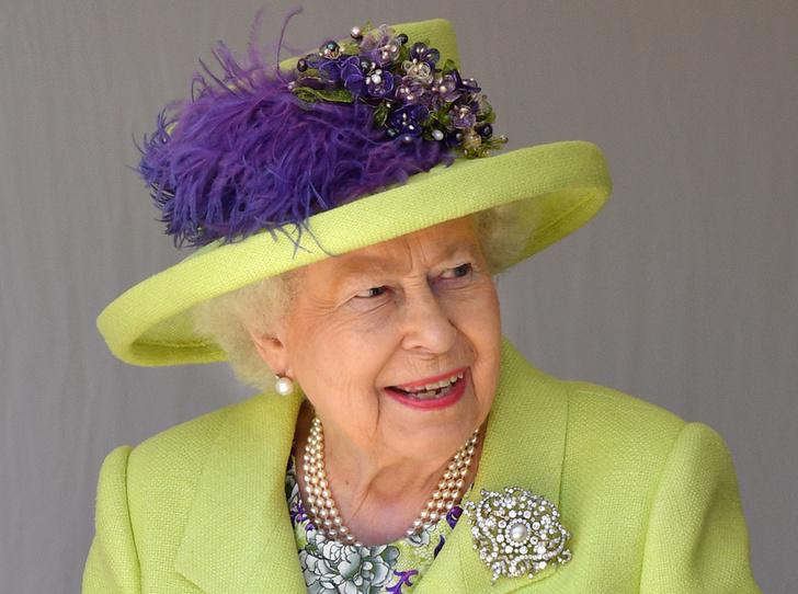 Фото №1 - Как королева намекнула на связь с Меган на свадьбе