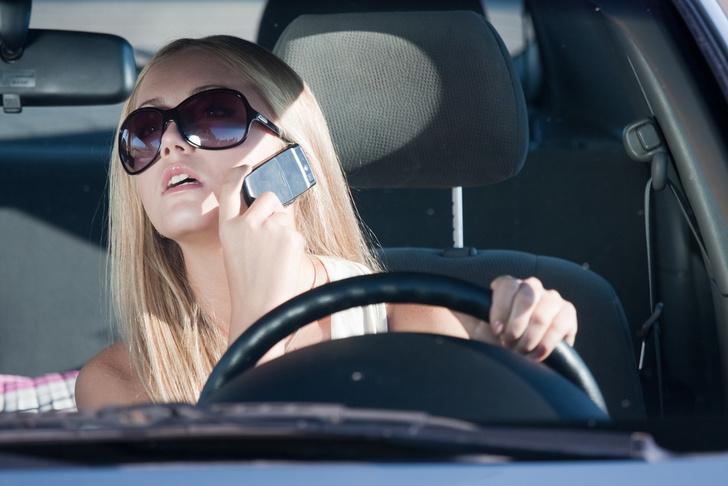Фото №1 - Британцы тратят на свой мобильный два рабочих дня в неделю