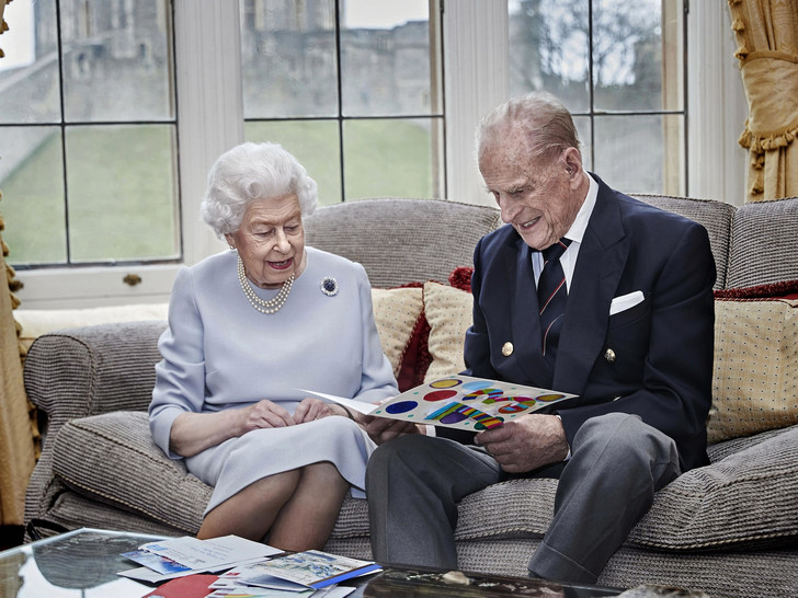 Фото №2 - Слова надежды: о чем Королева говорила в своей ежегодной речи (и какую традицию она нарушила)
