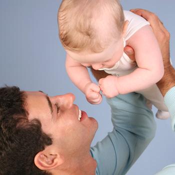 Фото №1 - Отцовская любовь начинается с подгузника