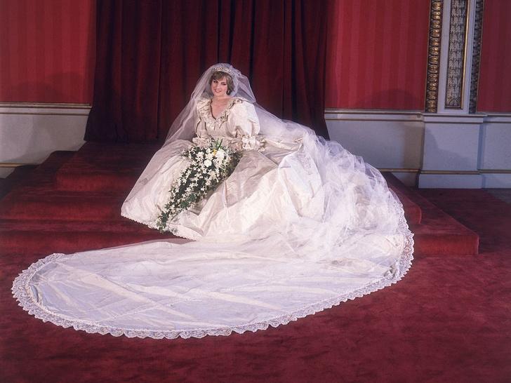 Фото №4 - 10 платьев принцессы Дианы, которые вошли в историю моды и изменили ее