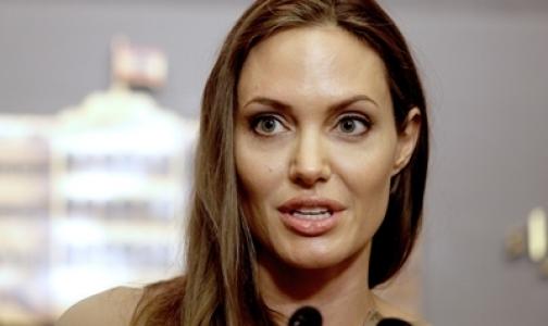 Фото №1 - Анжелине Джоли предстоит новая операция