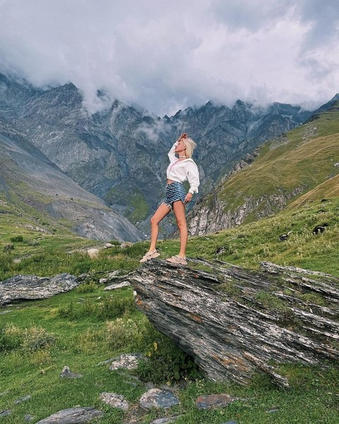 Фото №4 - Что носить в августе: три образа для идеального отдыха от Клавы Коки