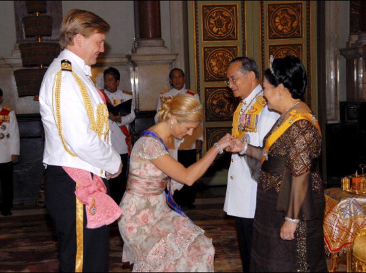 Фото №21 - Искусство реверанса: как современные принцессы и королевы приветствуют друг друга