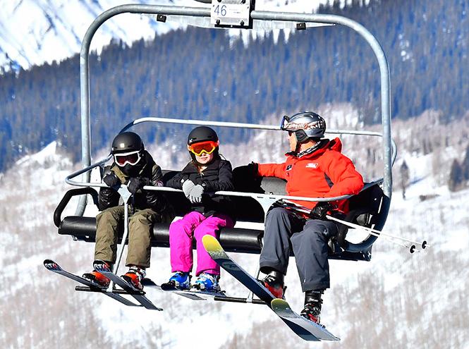 Фото №4 - Лыжню: Анджелина Джоли проводит выходные на горнолыжном курорте