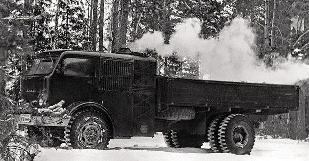 Фото №1 - Советский грузовик, который работал на дровах