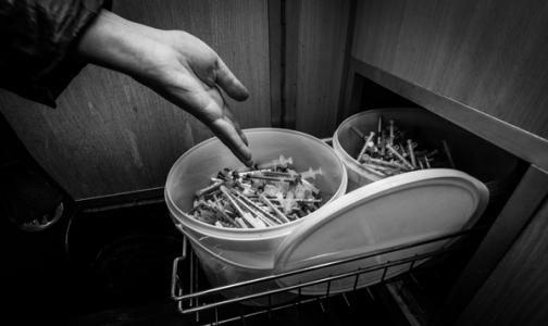 Фото №1 - В Петербурге за полгода наркоманы сдали в утиль более 106 тысяч использованных шприцев
