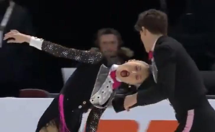 Фото №1 - Фигуристка во время выступления на чемпионате Канады запуталась в пиджаке партнера (видео)