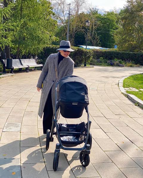 Фото №2 - «Прогулки теперь такие»: Татьяна Брухунова впервые показала совместные фото с сыном