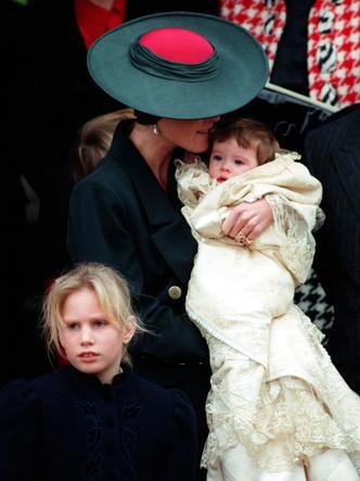 Фото №18 - Самые стильные образы королевских мам на крестинах их детей