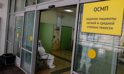 Фото №1 - В больницах - 6248 коек для пациентов с коронавирусом, почти треть свободны. Где в Петербурге продолжают их принимать