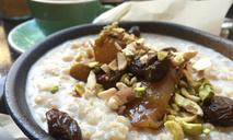 Полезный завтрак: каша с черносливом