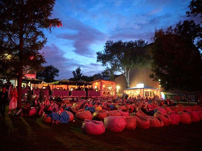 Фото №1 - «КАРО» открывает летний кинотеатр в саду «Эрмитаж»