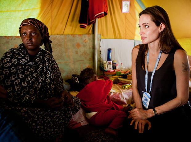 Фото №12 - 6 навязчивых идей Анджелины Джоли, разрушивших ее брак