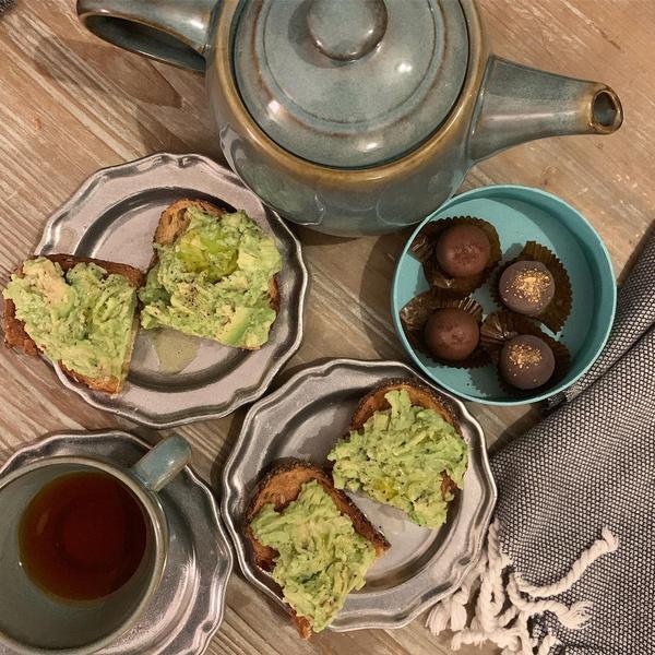 Фото №2 - Меган Маркл не умеет пить чай по-королевски