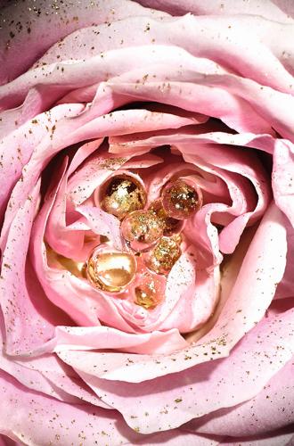 Фото №3 - Красота по-французски: маска-сыворотка с розовыми жемчужинами от Lancome