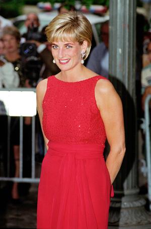 Фото №39 - 70 красных нарядов: как принцесса Диана носила любимый цвет